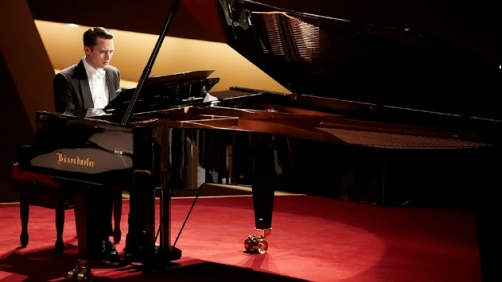 'Grand Piano' Trailer - Elijah Wood Is Taught about Stage Fright by John Cusack